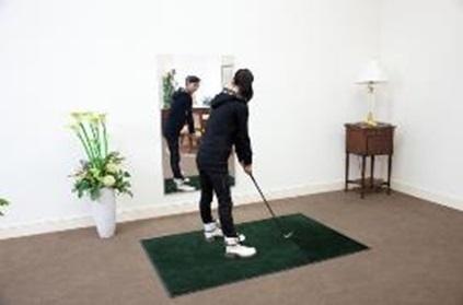 ゴルフの素振りでフォームチェック