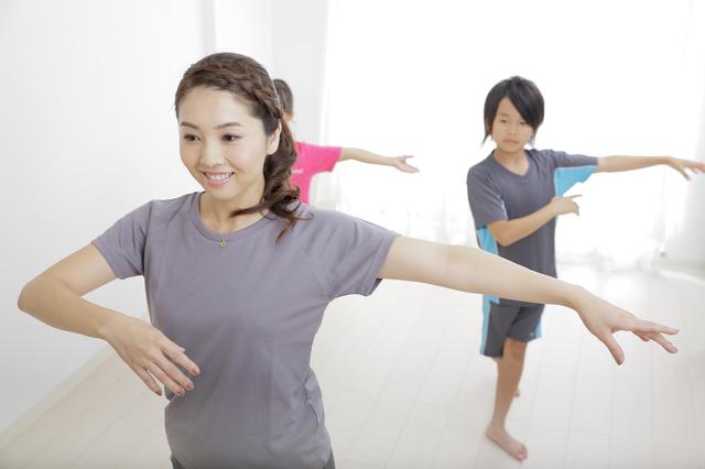 新体操のレッスンに鏡を活用